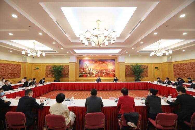 区领导与企业负责人座谈 浦东要成为产业发展高地、国际化运作阵地、企业发展福地